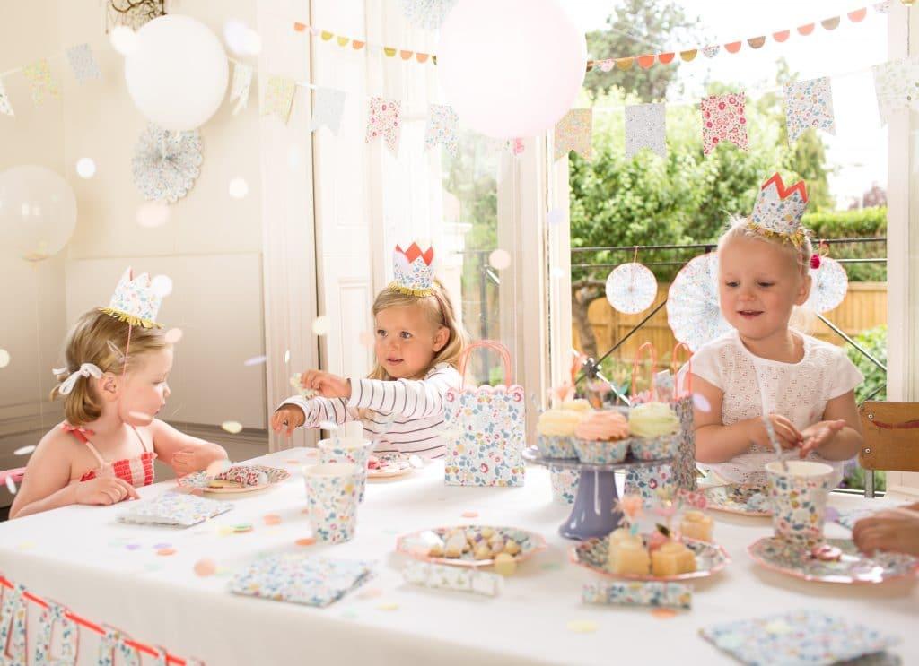 anniversaire-filles-fleurs-jardin-liberty-meri-meri-jpg