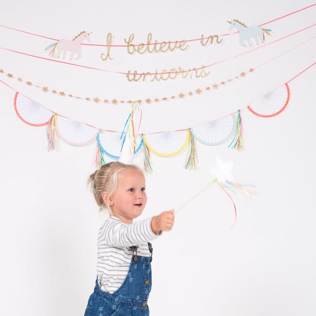 photo-guirlande-anniversaire-enfant-licorne-meri-meri-i-believe-in-unicorns